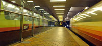Glasgow Subway platform and train